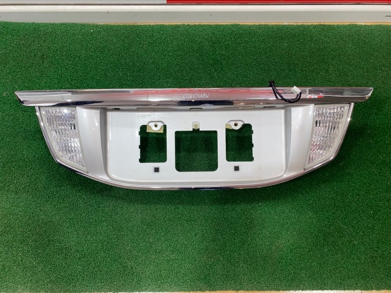 Вставка багажника Toyota Crown URS206 (б/у)