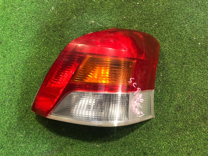 Стоп сигнал Toyota Vitz SCP90 правый (б/у)