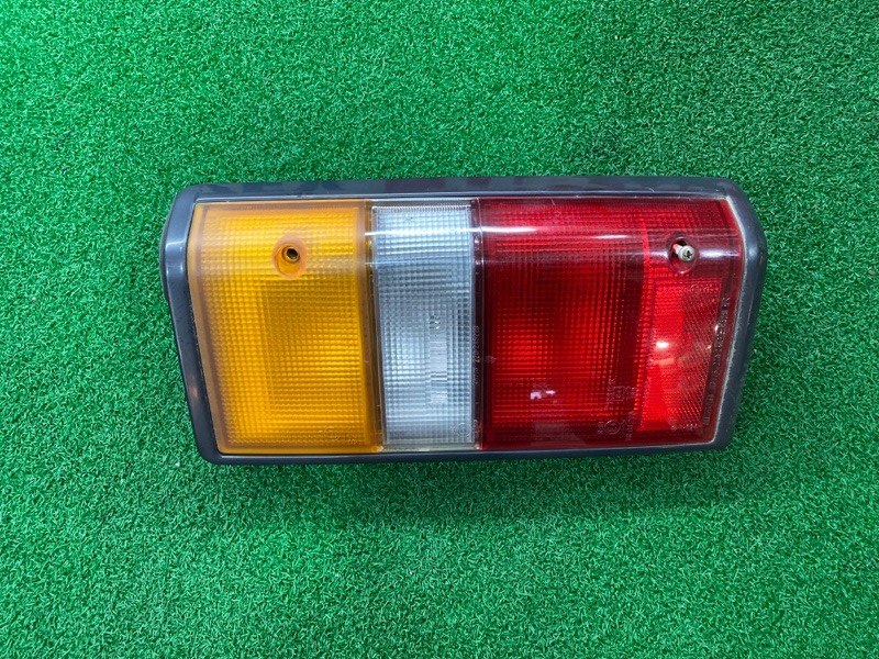 Стоп сигнал Nissan Caravan E24 правый (б/у)