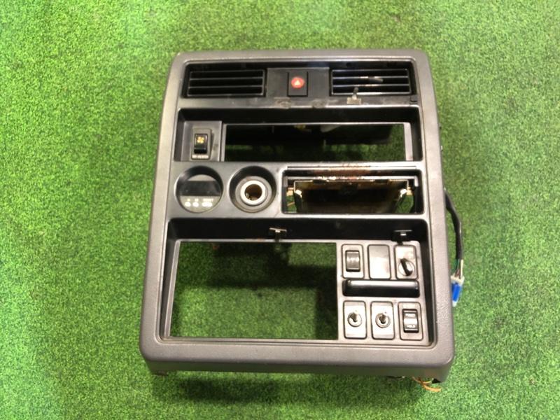 Консоль магнитофона Nissan Safari Y60 TD42 (б/у)