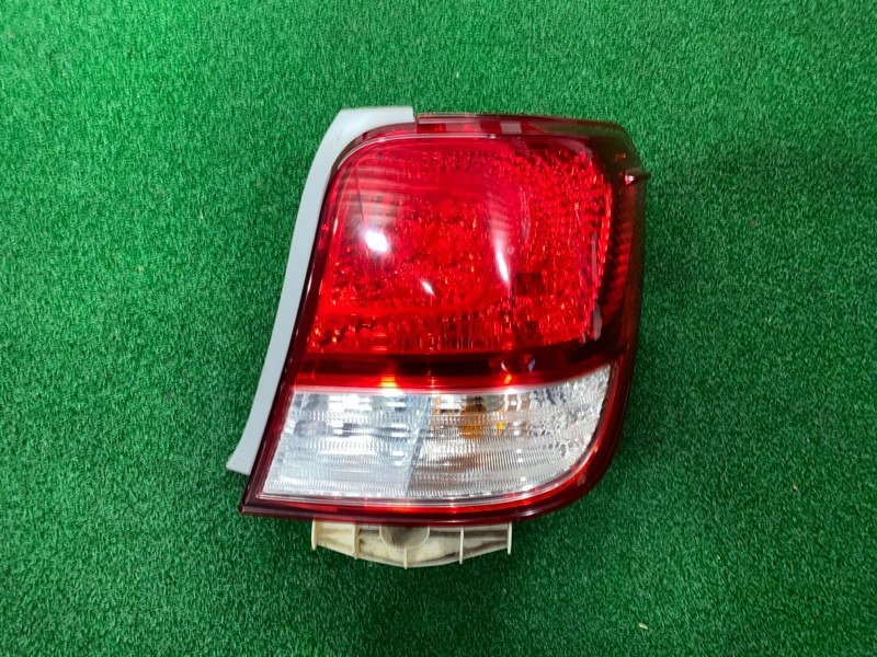 Стоп сигнал Toyota Corolla Axio NZE164 правый (б/у)