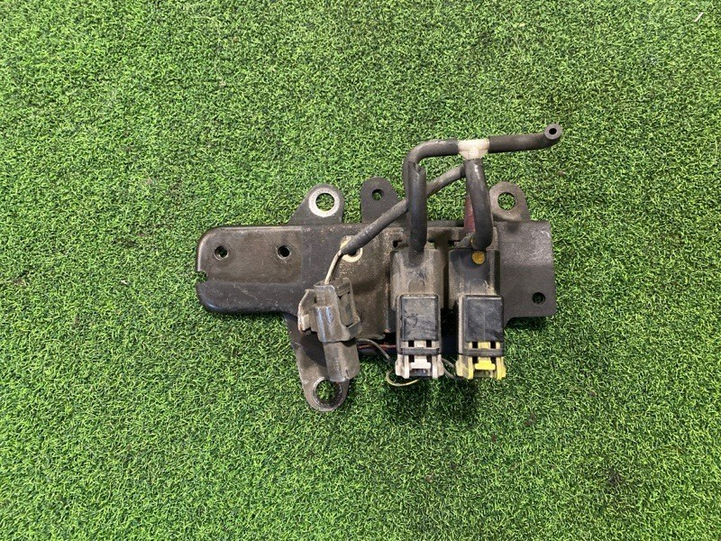 Клапан вакуумный Mazda Mpv LVLR (б/у)