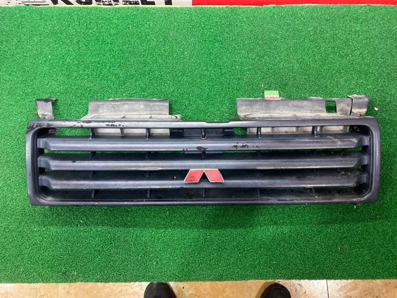 Решетка Mitsubishi Pajero V24 4D56 (б/у)