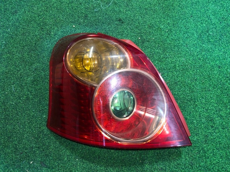 Стоп сигнал Toyota Vitz SCP90 левый (б/у)