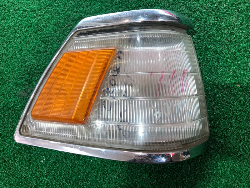Габарит Toyota Crown GS121 правый (б/у)
