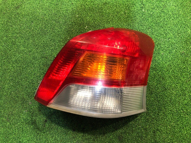 Стоп сигнал Toyota Vitz NCP90 правый (б/у)