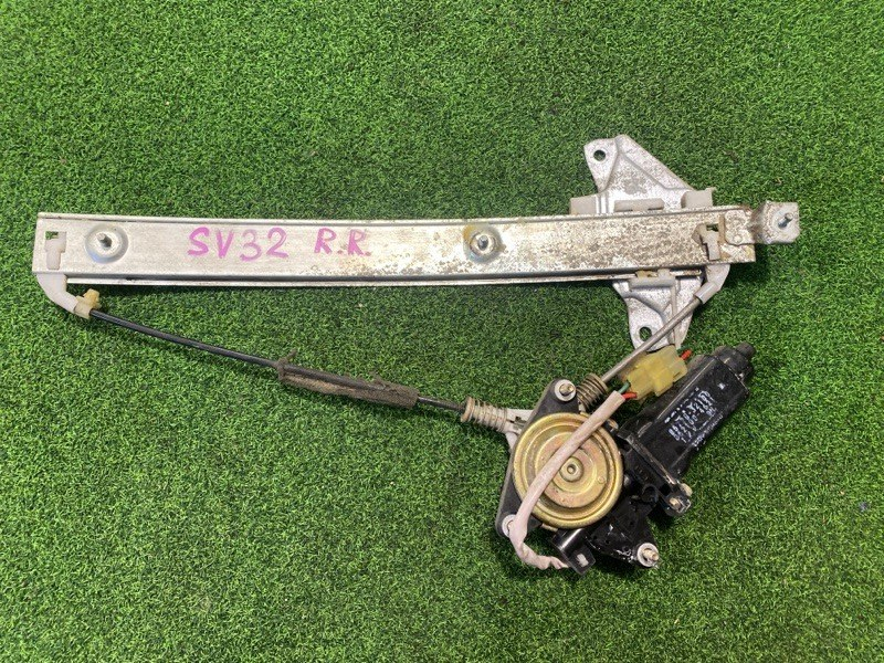 Стеклоподъемник Toyota Camry SV32 задний правый (б/у)