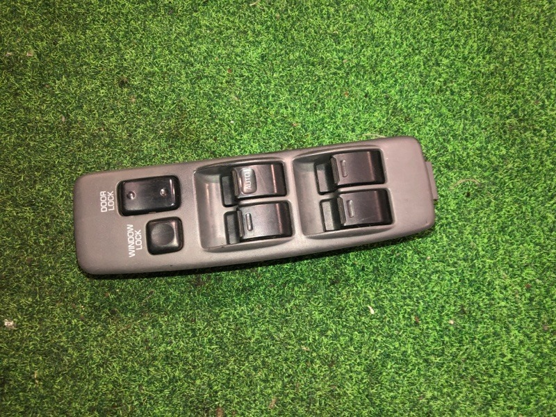 Пульт стеклоподъемника Toyota Camry SV32 (б/у)