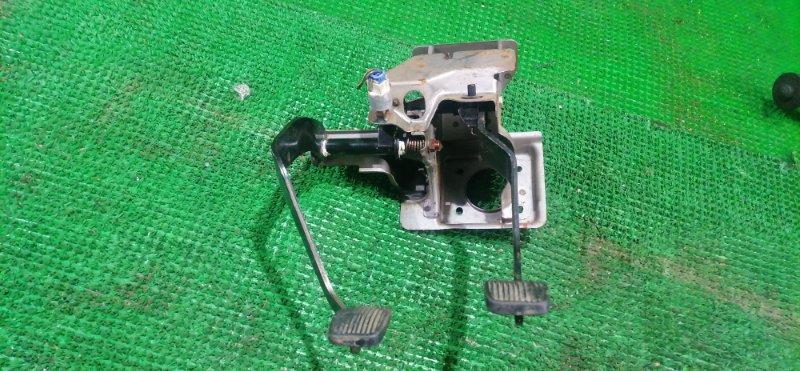 Педаль сцепления Suzuki Jimny JB23W (б/у)