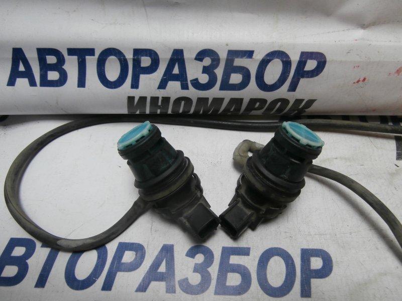 Насос омывателя лобового стекла Toyota Land Cruiser GRJ200 2ZRFXE 2009 передний (б/у)