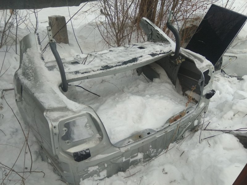 Задняя часть багажника Toyota Avensis ADT250 задняя нижняя (б/у)