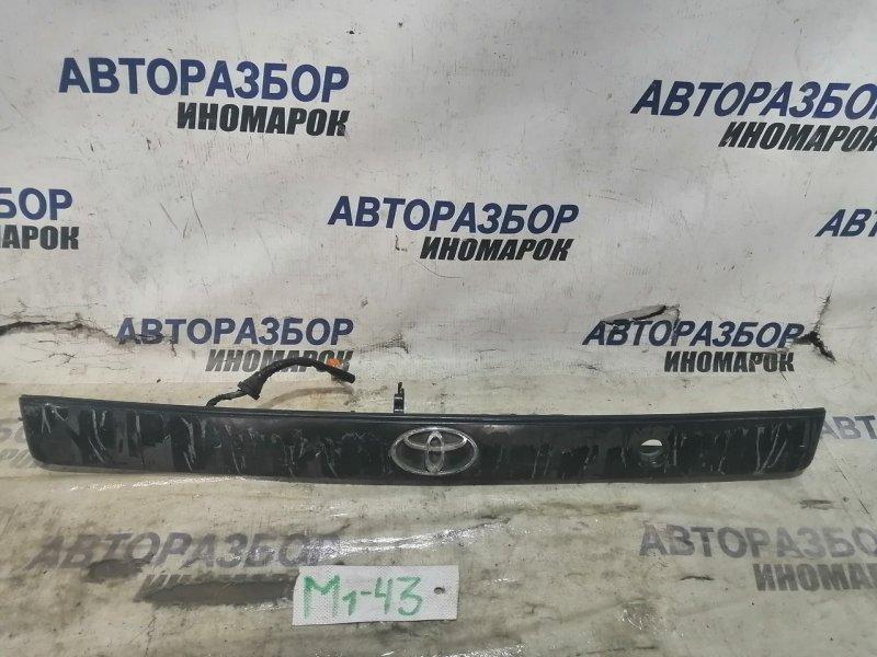Накладка двери багажника Toyota Caldina AT191 задняя (б/у)