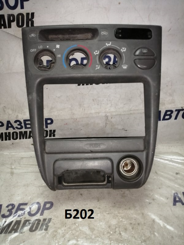 Консоль центральная Toyota Corolla AE111 (б/у)