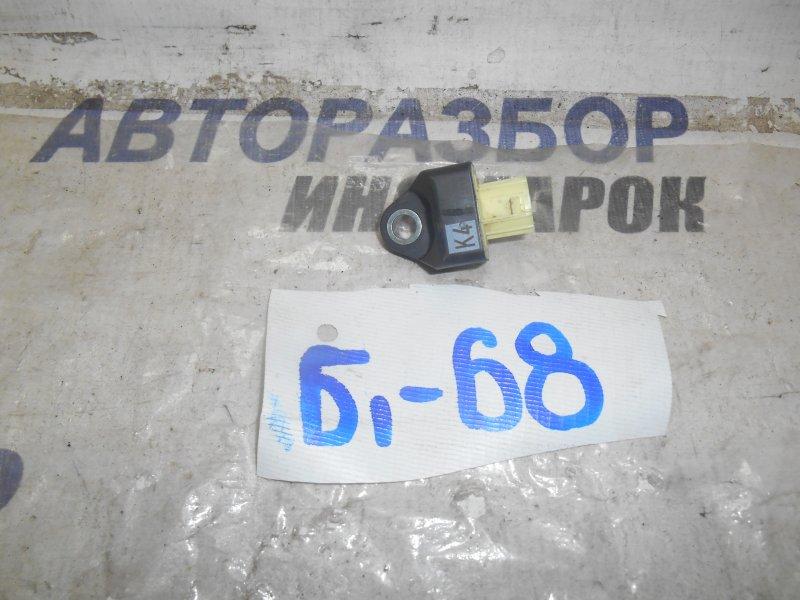 Датчик airbag Toyota Camry AXVA70 задний правый нижний (б/у)