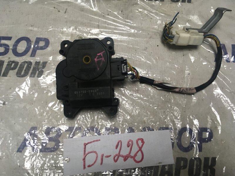 Сервопривод заслонок печки Toyota Vitz SCP13 (б/у)