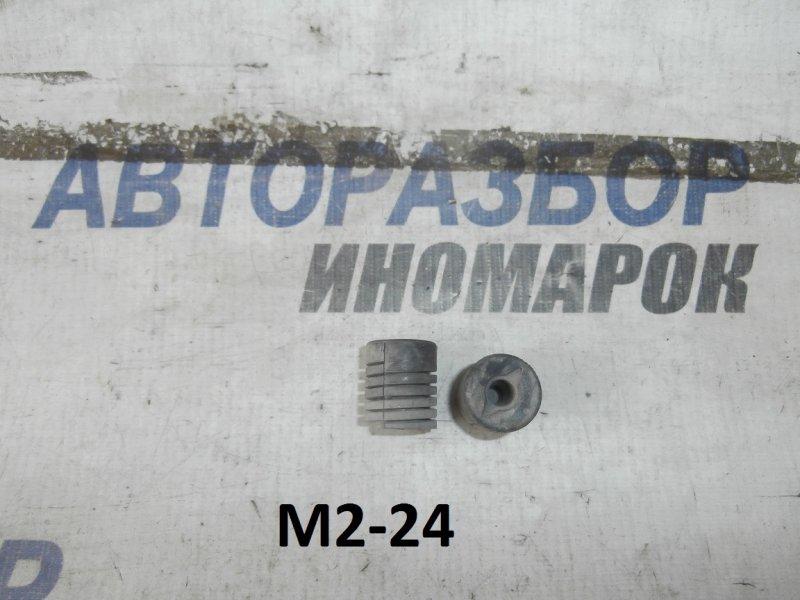 Отбойники капота Toyota Auris NDE140 передние верхние (б/у)