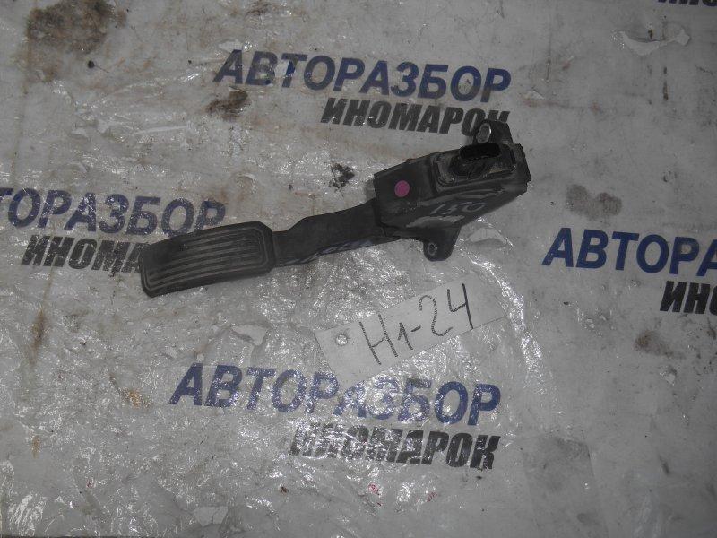 Педаль газа Toyota Auris ADE150 1ADFTV передняя левая нижняя (б/у)