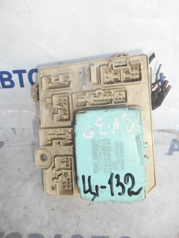 Блок предохранителей, реле Toyota Caldina ST182 передний (б/у)