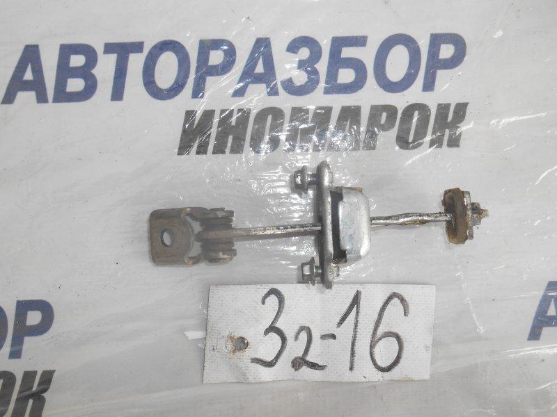 Ограничитель двери Chevrolet Niva 21236 передний левый (б/у)