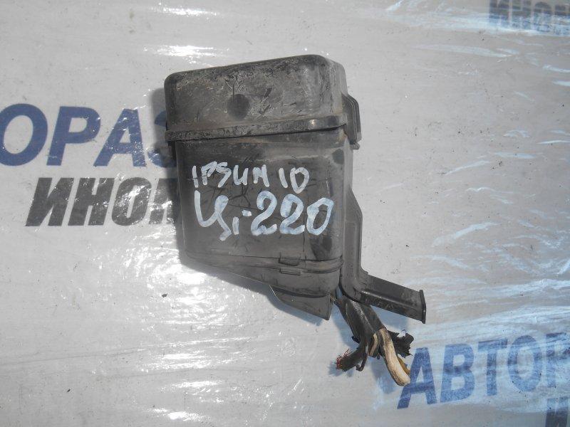 Блок предохранителей, реле Toyota Ipsum SXM10 передний (б/у)