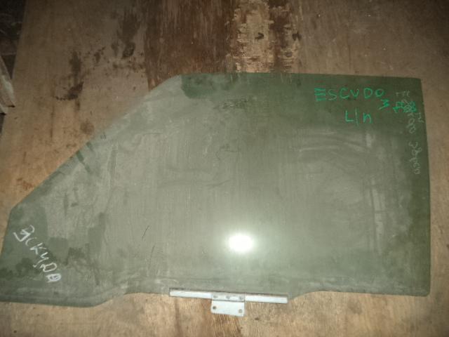 Стекло двери Suzuki Escudo TA01 переднее левое