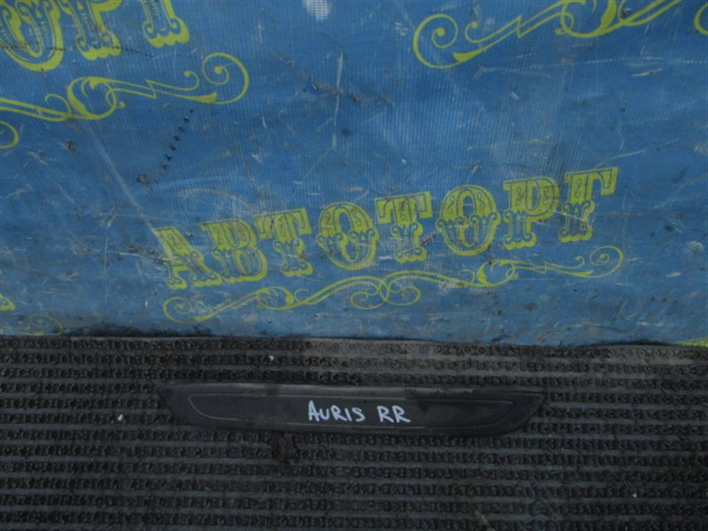 Порожек пластиковый Toyota Auris ZRE151L 1ZR 2008 задний правый