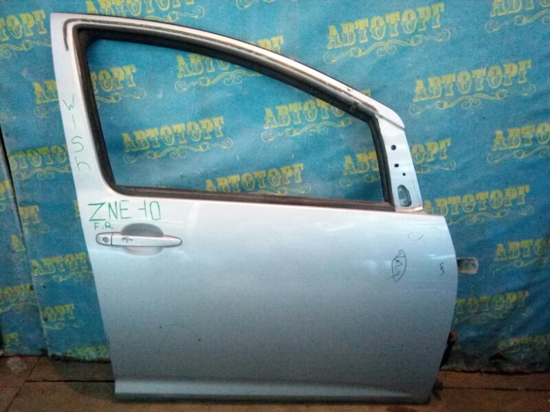 Дверь Toyota Wish ZNE10 1ZZ передняя правая