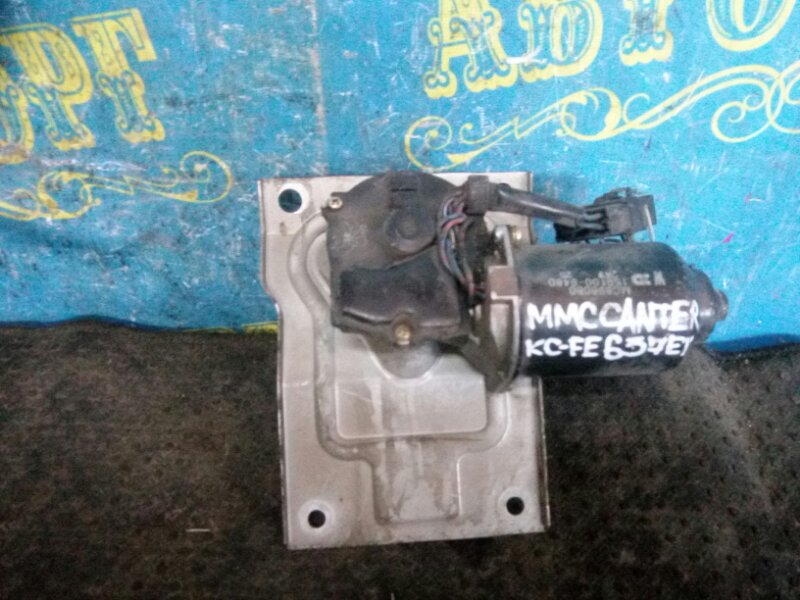 Мотор дворников Mitsubishi Canter FE637ET 4D33 1997 передний