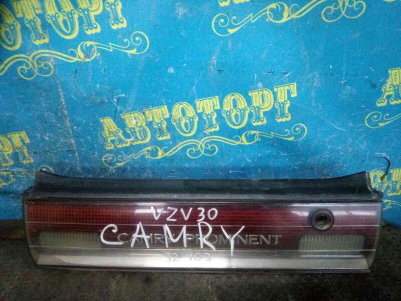Вставка в багажник Toyota Camry Prominent VZV30 задняя