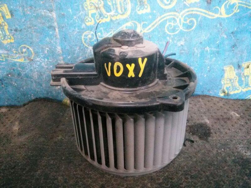 Мотор печки Toyota Voxy AZR65 передний
