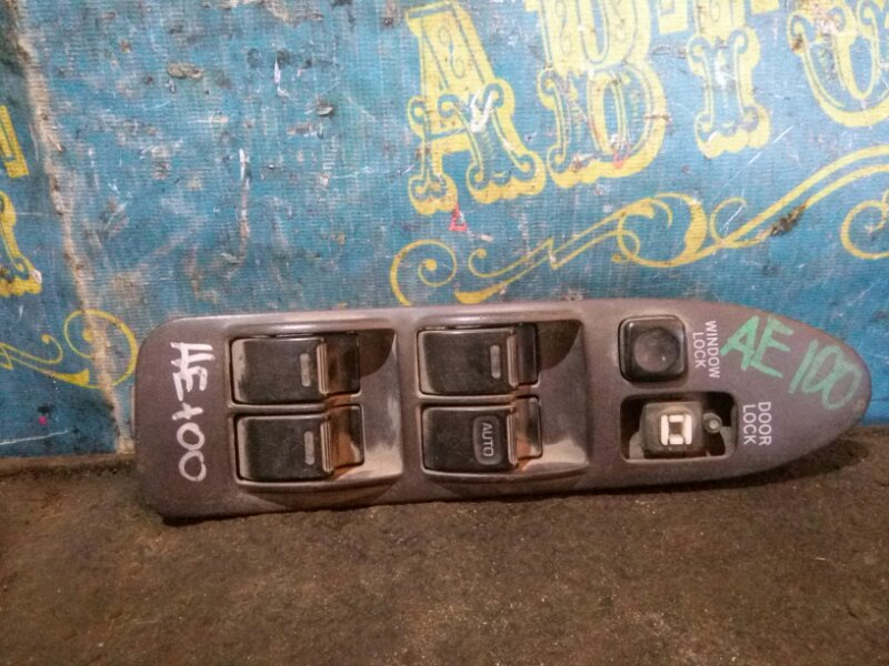 Блок упр. стеклоподьемниками Toyota Corolla AE100 передний правый