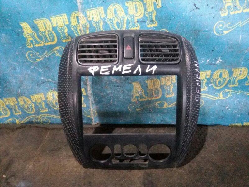 Консоль магнитофона Mazda Familia BJ5W