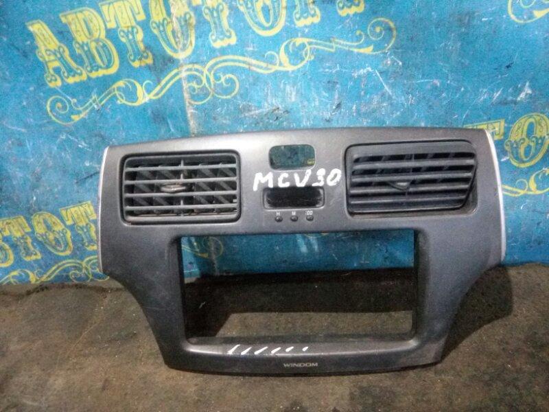 Консоль магнитофона Toyota Windom MCV30