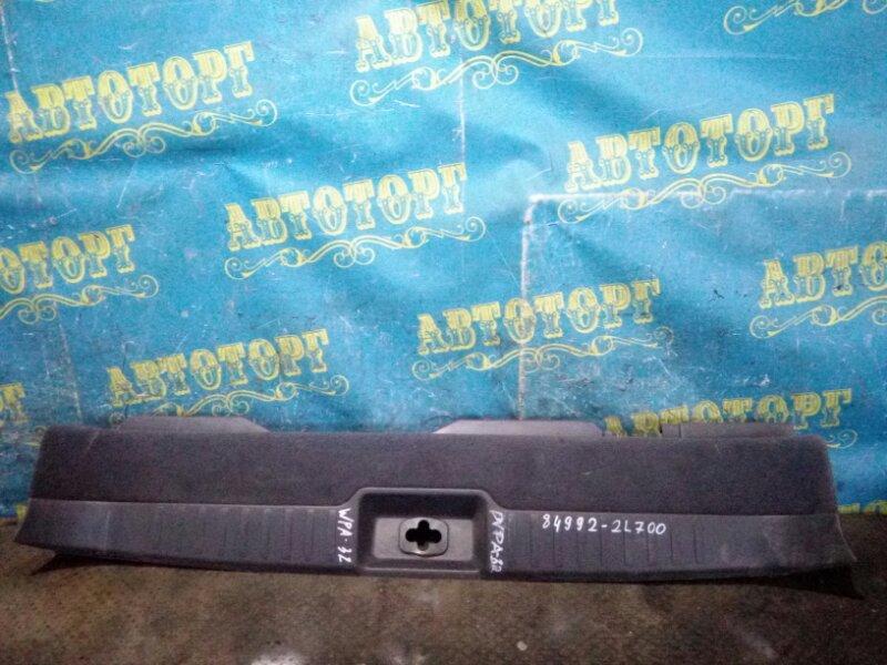 Накладка замка багажника Nissan Cefiro WPA32
