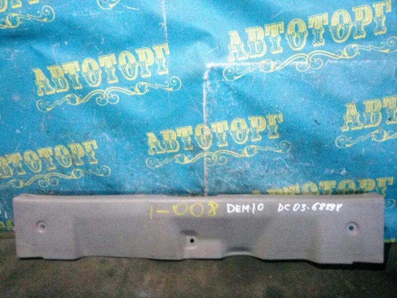 Накладка замка багажника Mazda Demio DW3W