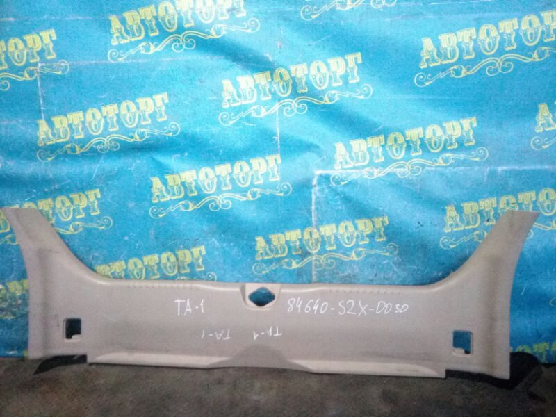Накладка замка багажника Honda Avancier TA1