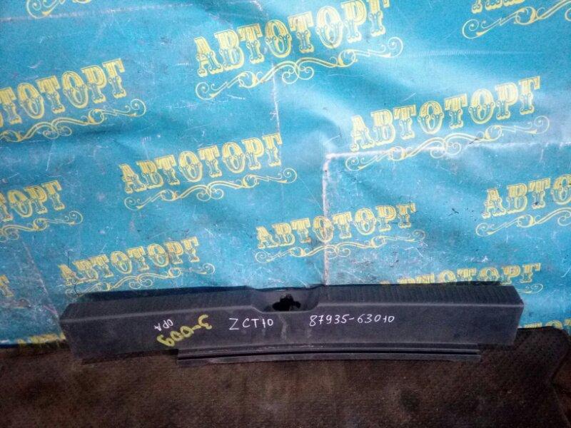 Накладка замка багажника Toyota Opa ZCT10