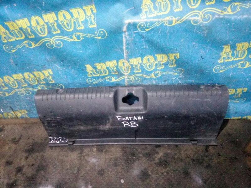 Накладка замка багажника Hyundai Solaris RB G4FA 2011