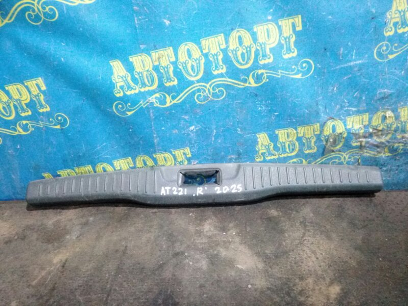 Накладка замка багажника Toyota Avensis AT220 AT221 7A FE 1998