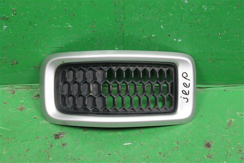 Накладка решетки радиатора Jeep Cherokee KL 2013 передняя (б/у)