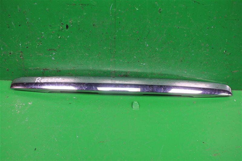 Накладка крышки багажника Toyota Raum 2 2003 (б/у)