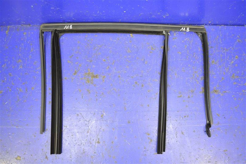 Уплотнитель стекла двери Mercedes Glk X204 2008 задний левый (б/у)