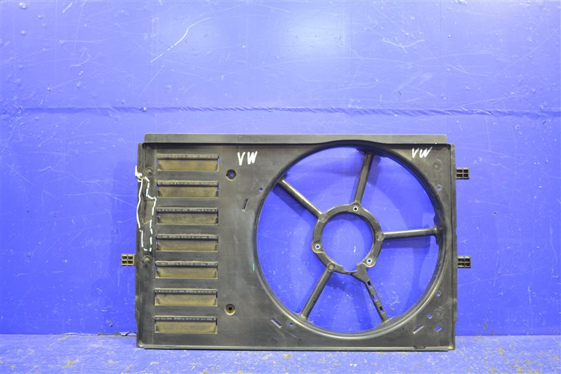 Диффузор вентилятора Audi A1 5 SEDAN (б/у)