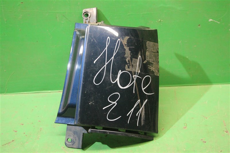 Планка под фонарь Nissan Note E11 2005 задняя правая (б/у)