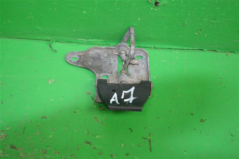 Крюк капота Skoda Octavia A7 2013 (б/у)