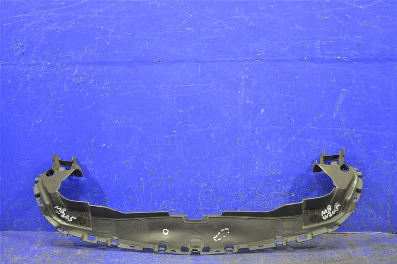 Накладка радиатора Mercedes C W205 2014 (б/у)
