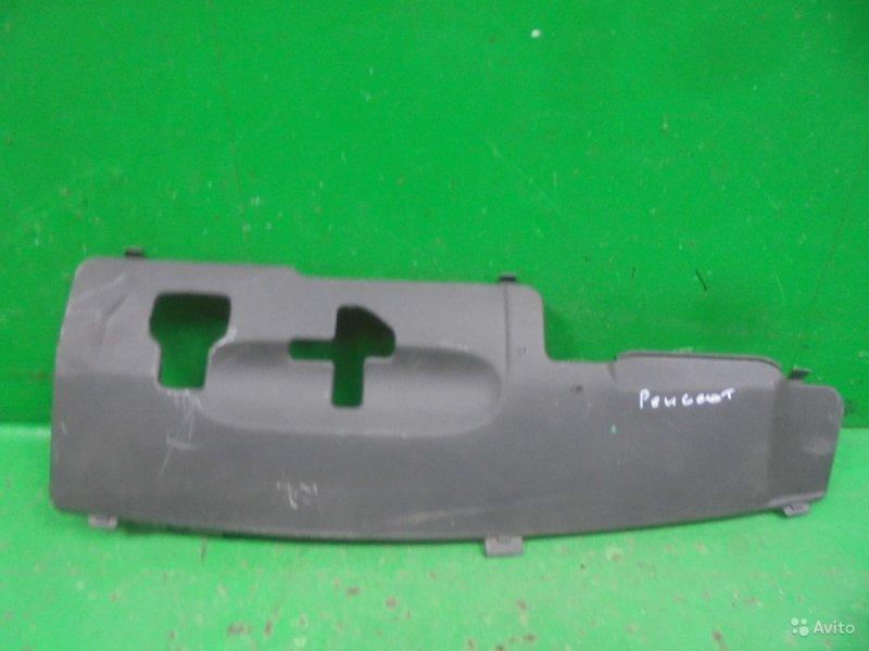 Накладка передней панели Peugeot 308 2 2013 (б/у)