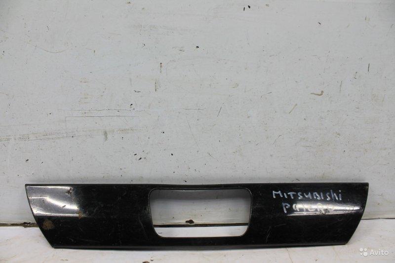 Накладка кожуха запасного колеса Mitsubishi Pajero 4 2007 (б/у)