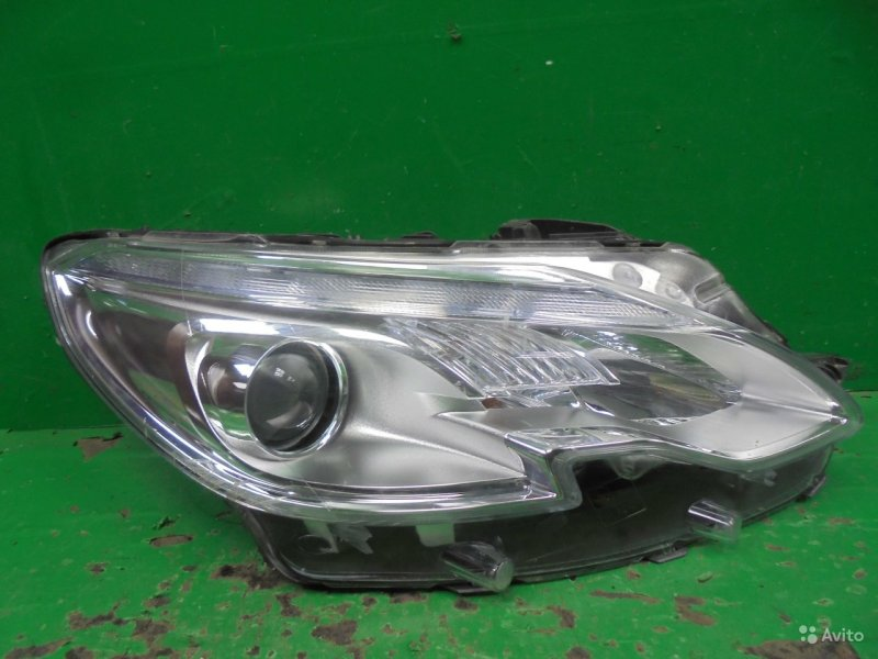 Фара Peugeot 2008 2013 правая (б/у)
