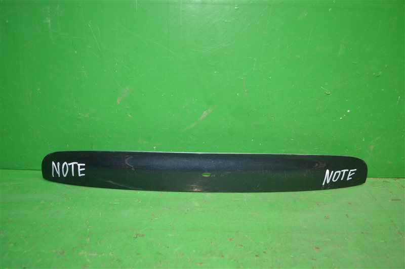 Накладка двери багажника Nissan Note 2005 (б/у)